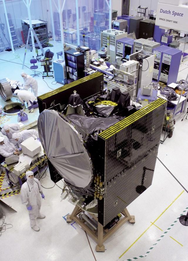 DAWN-spacecraft_Nov06_resized