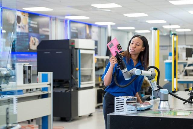 a women controls a robotic arm