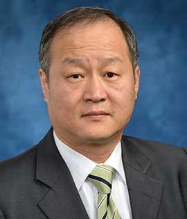 headshot of Dong Ha