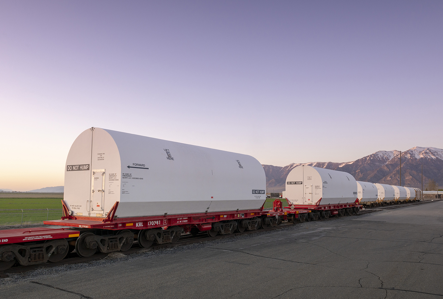 OmegA pathfinder segments loaded onto specialized 12-axle rail cars are ready for their 10-day journey from Utah to Kennedy Space Center, Florida. (May 2020)