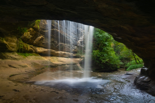 Waterfall in LaSalle Canyon on a Autumn morning. Starved Rock State Park, Illinois, USA