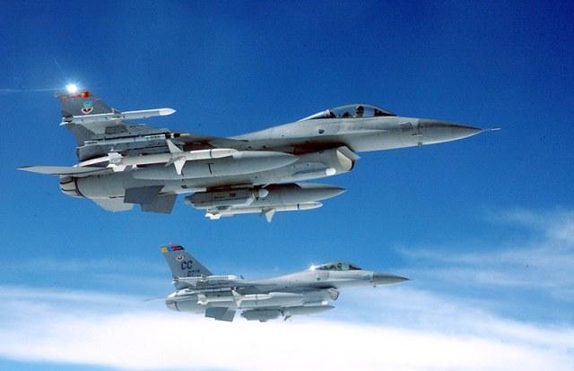 f-16 jet flying in sky