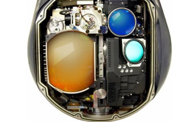 litening device picture with three lenses showing